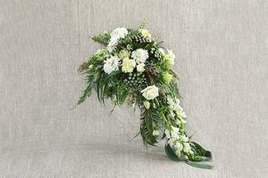 Каскадные свадебные букеты